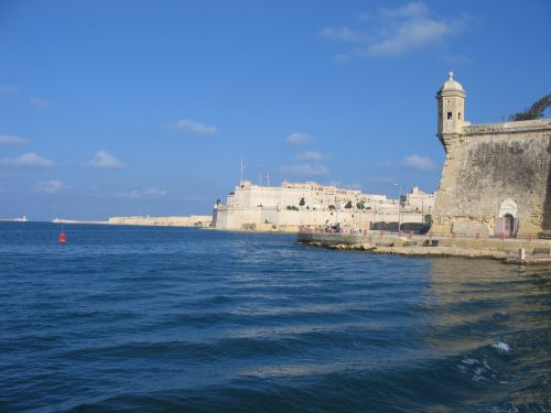 Crucero por el puerto - La valiente historia de Malta